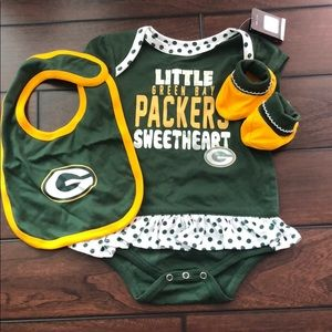 NWT - GB Packers Baby Oufit